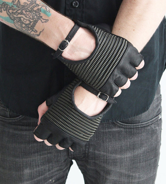 item of the week : armor glove by Skingraft