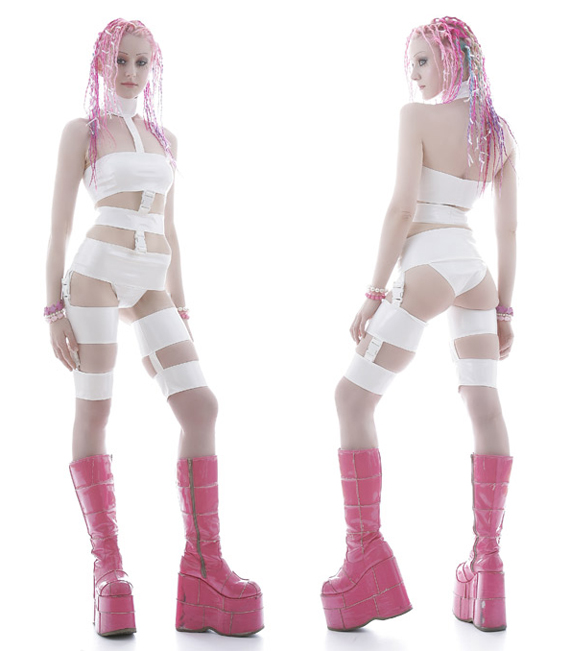 item of the week : cyber pvc leeloo costume by Artifice Clothing