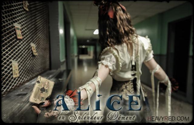 item of the week : Alice en Splendeur Dément Costume by Heavy Red