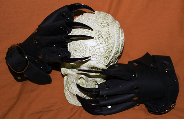 item of the week : Black Leather Claw Gloves by Medievalfashion