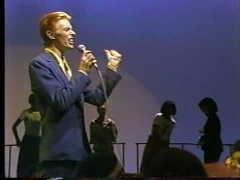 """on this day : David Bowie's """"Fame"""" hits #1 – September 20, 1975"""