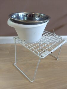 Modified metal stand with plastic bowl