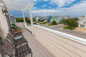 cool breeze deck for entertaining