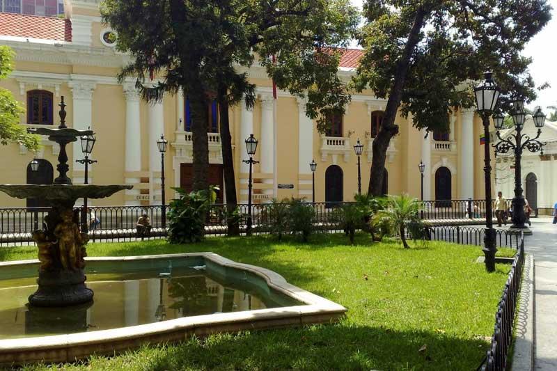 plaza-bolivar-caracas-003