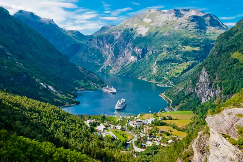 Gerianger-Fjord,-Norway---Image-by-ThinkstockPhotos