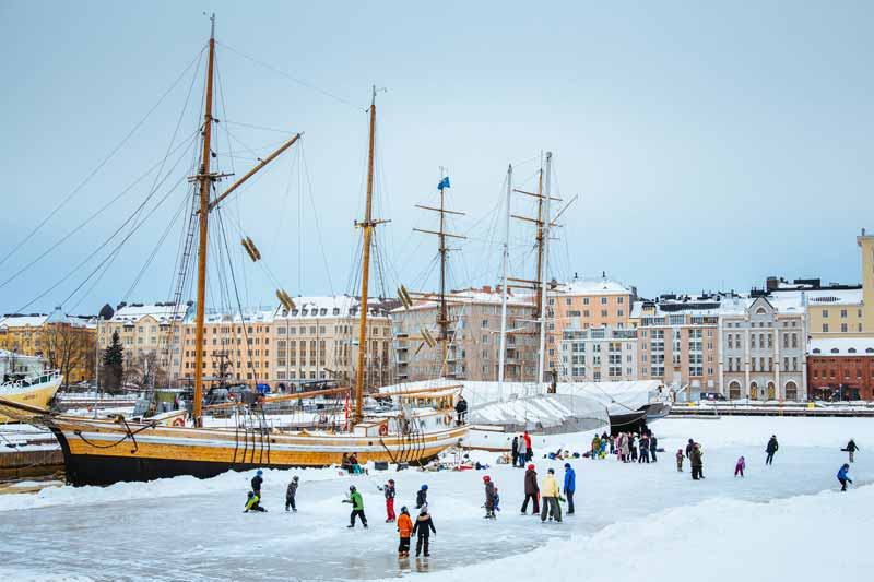 Helsinki-centre-in-winter-Image-by-Jussi-Hellsten,-Visit-Finland