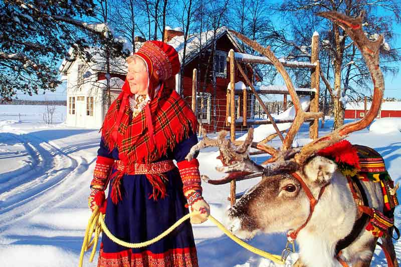 Sami-lady-with-reindeer--Image-by-Arto-Liiti,-Visit-Finland