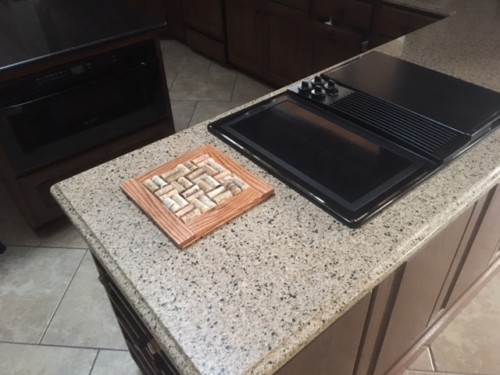 make a wine cork trivet