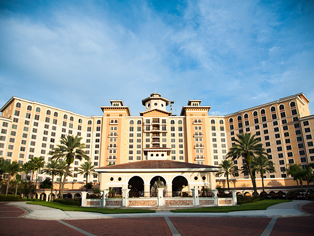 Photographer at Rosen Shingle Creek Orlando