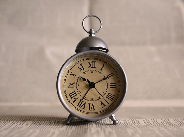 An old-fashioned clock