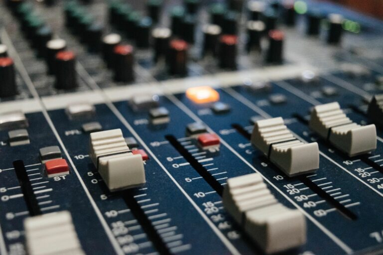 Sound mixing device