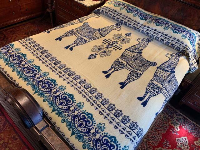 Llama blanket aqua blue reverse