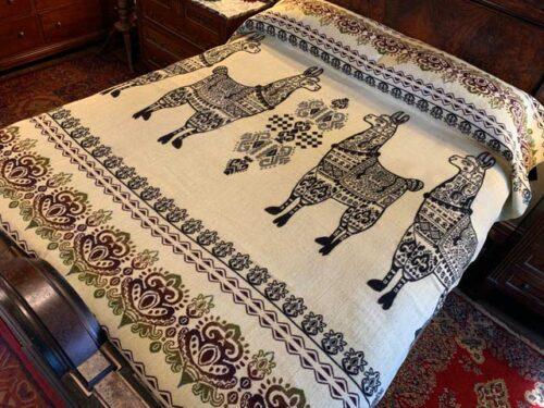 Llama blanket black reverse