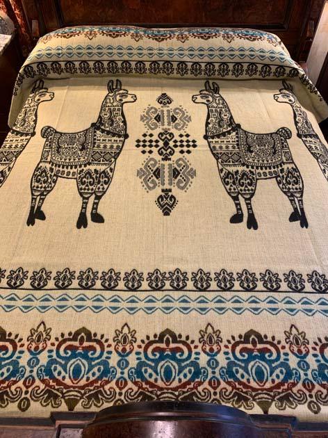 Llama Blanket Black reverse 2020