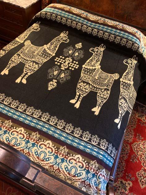 Llama Blanket Black Front 2020