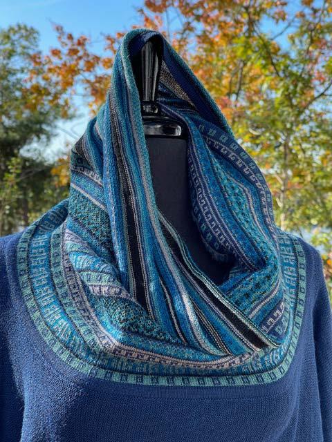 Women's Wide Turtleneck Long-Sleeve Sweater - Gorgeous Blues