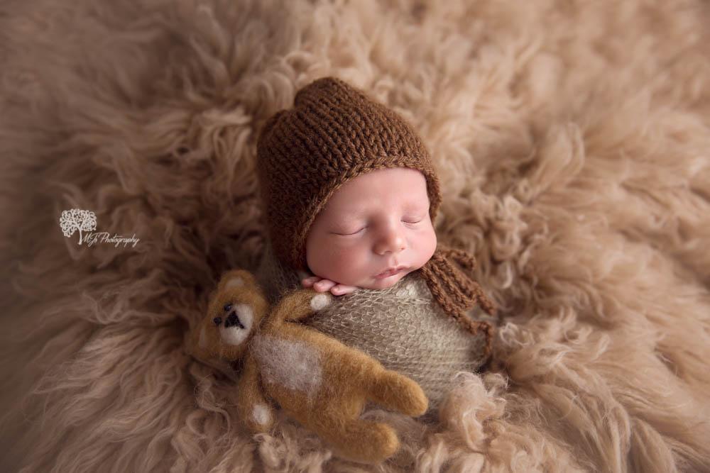 Hallsville newborn photographer.