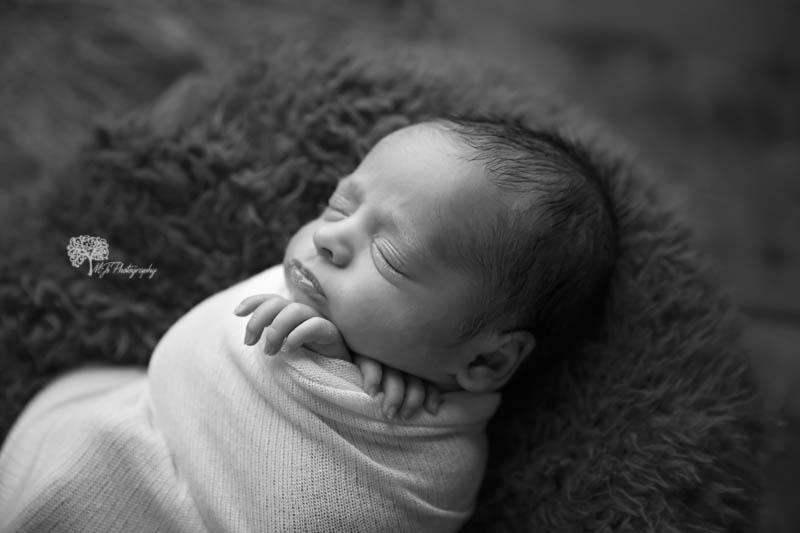 Conroe twin newborn photographer