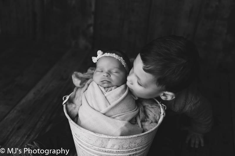the galleria newborn photographer