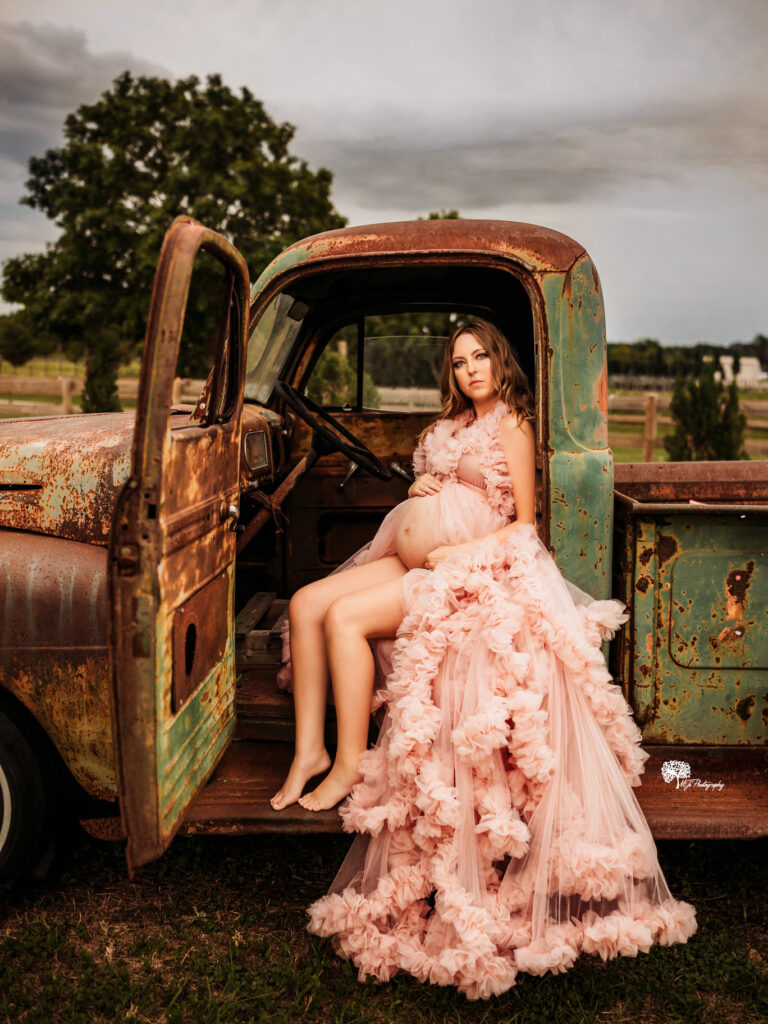 Are you looking for a maternity photographer in Katy?