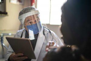 hospital worker wearing covid-19 ppe