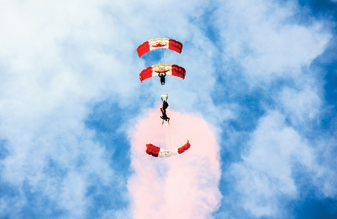 International air show dazzles crowds in Yellowknife