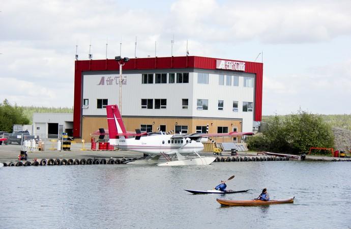 Passengers, crew safe after Air Tindi makes emergency  ice landing