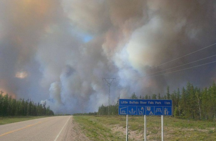 Fire temporarily closes Hwy 5 to Fort Smith