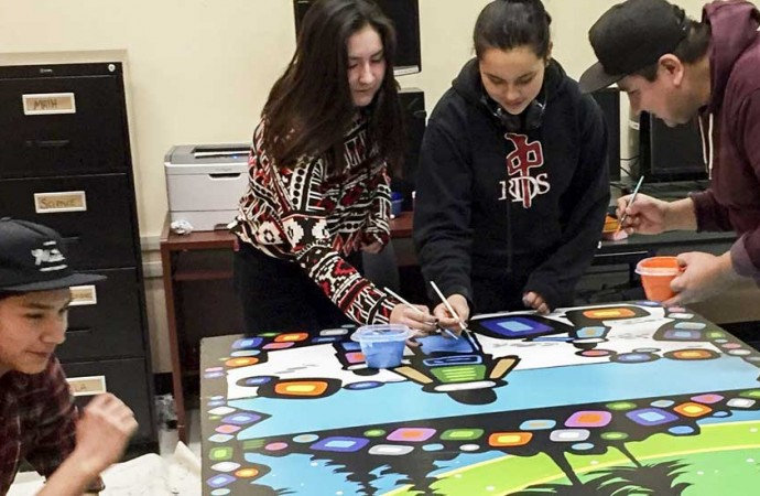Lutsel K'e students collaborate on new mural