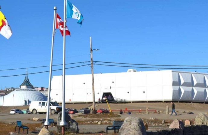 All ice, no boards: Iqaluit hosts hockey for Nuuk