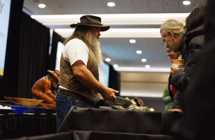 Premier bangs the drum at Vancouver mining summit