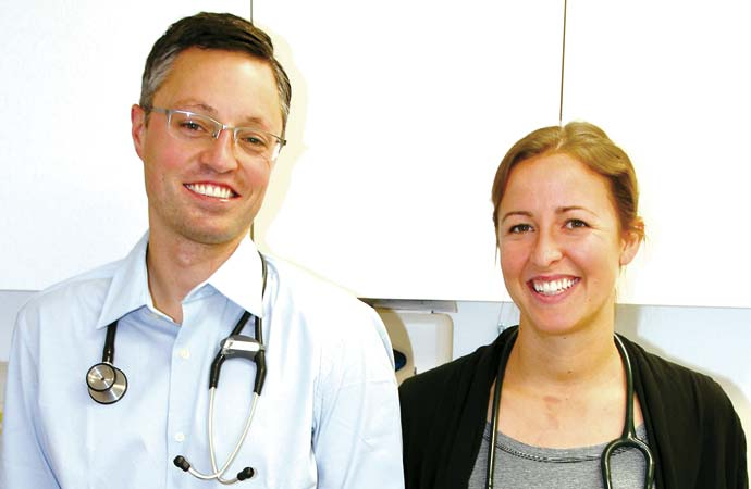 Doctor couple signs on to stay in Smith