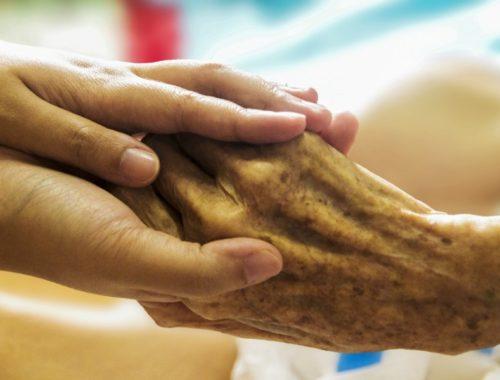 alzheimers-holding-hands