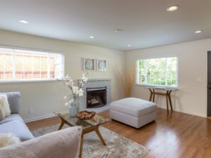 Living room with recessed lights and two windows: bright as can be!