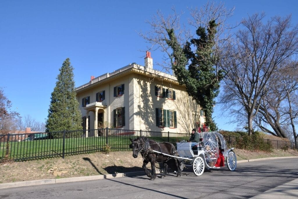 A carriage ridding past William Taft's house