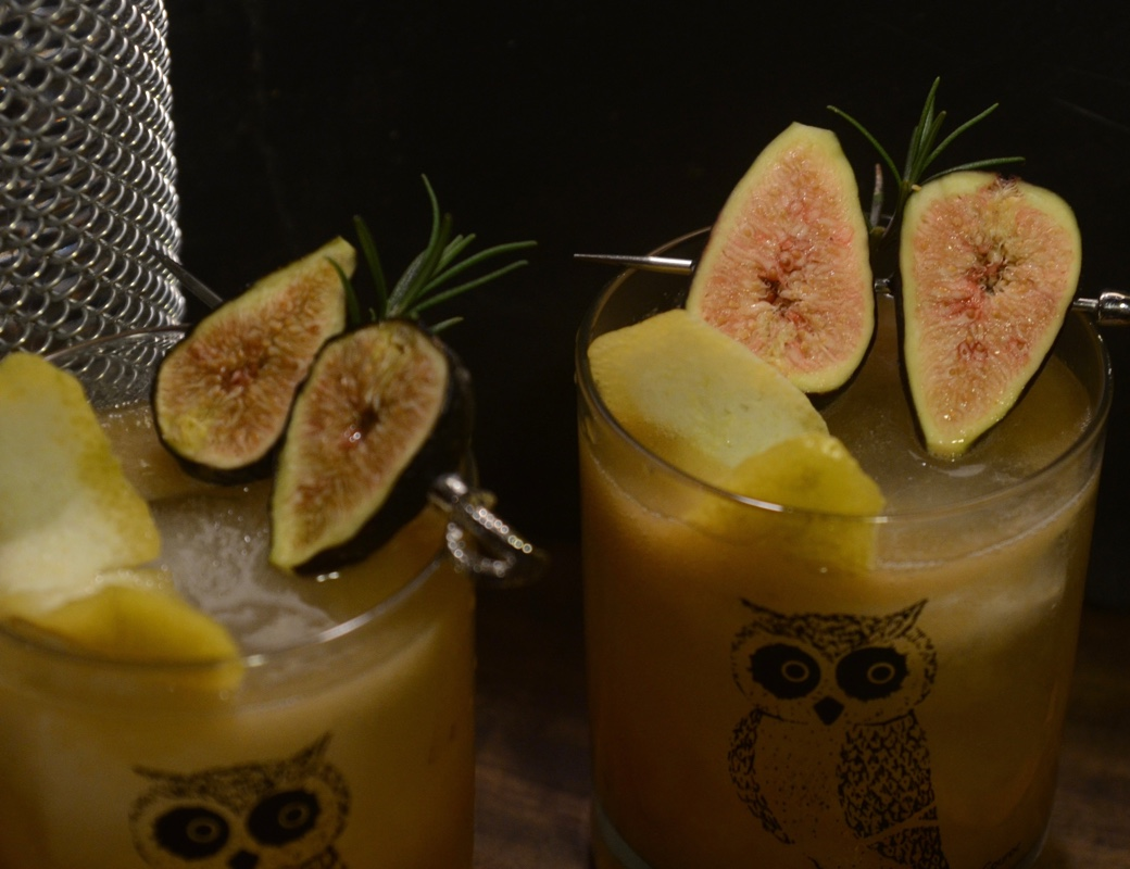fresh fig cocktail with lemon and rosemary