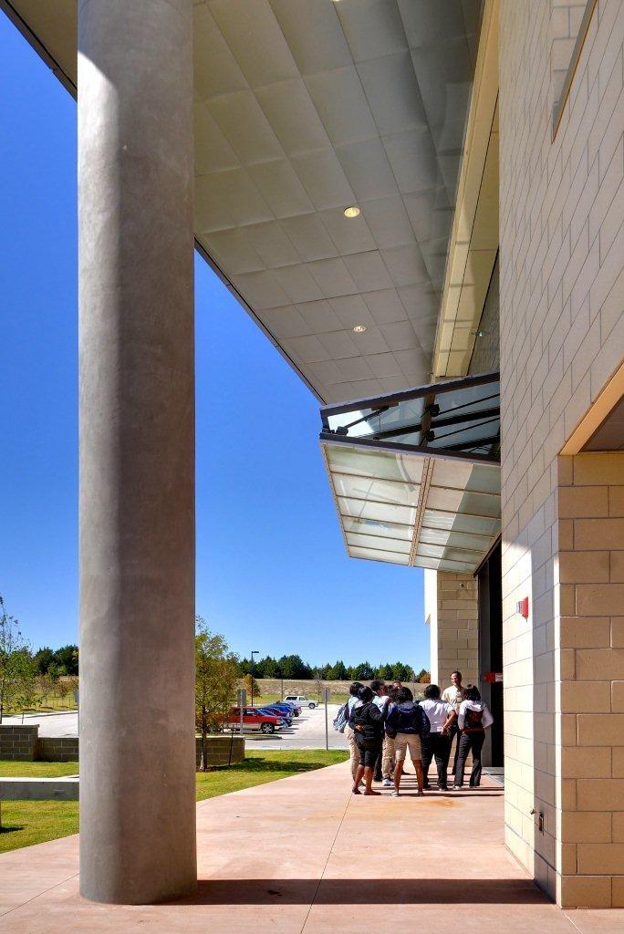 KJGCA exterior columns 2