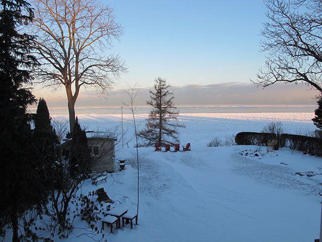 winter-ice-lake-ontario