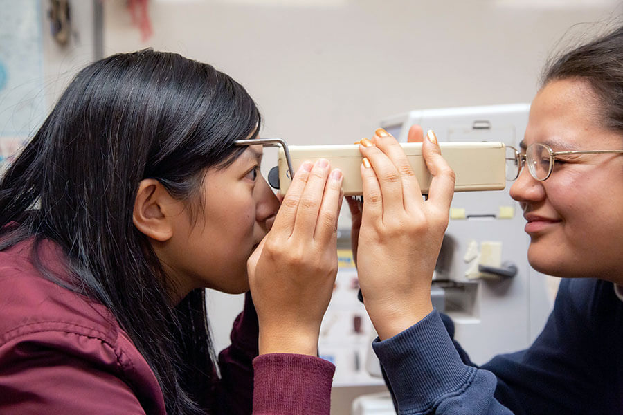 Optometric device