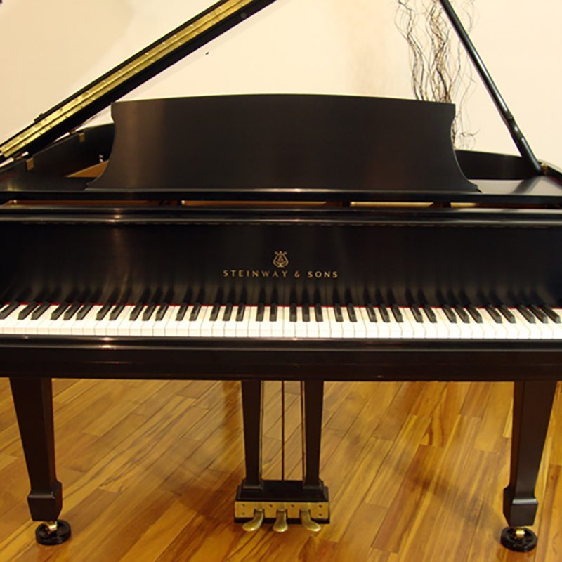 1984 Steinway M Grand Piano in Ebony Tradiitional Style