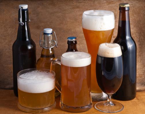 Image: Various beer glasses and beer bottles