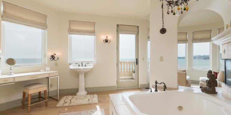 2569 Spyglass Dr Pismo Beach-print-058-17-Master Bath-4200x2804-300dpi