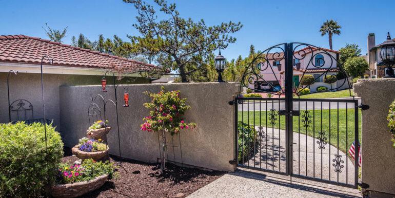 223 Margo Way Pismo Beach CA-003-020-Courtyard-MLS_Size