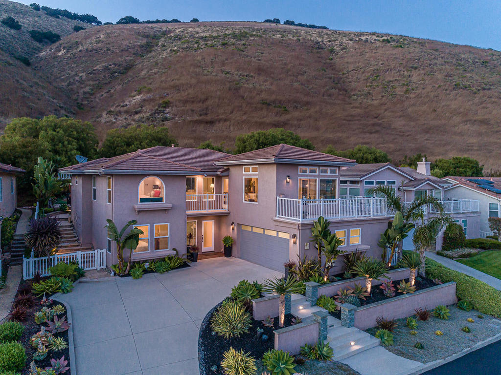 236 Foothill Rd – SWEEPING VIEWS