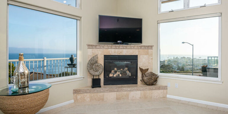 236 Foothill Rd Pismo Beach CA-012-036-Living Room-MLS_Size