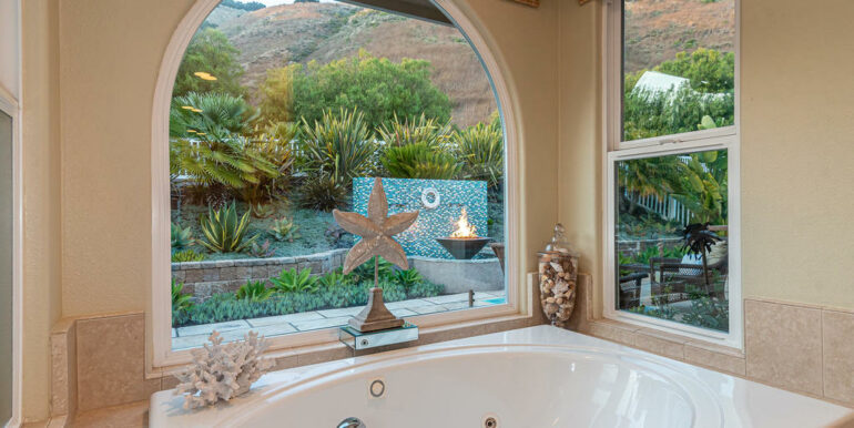 236 Foothill Rd Pismo Beach CA-026-033-Master Suite-MLS_Size