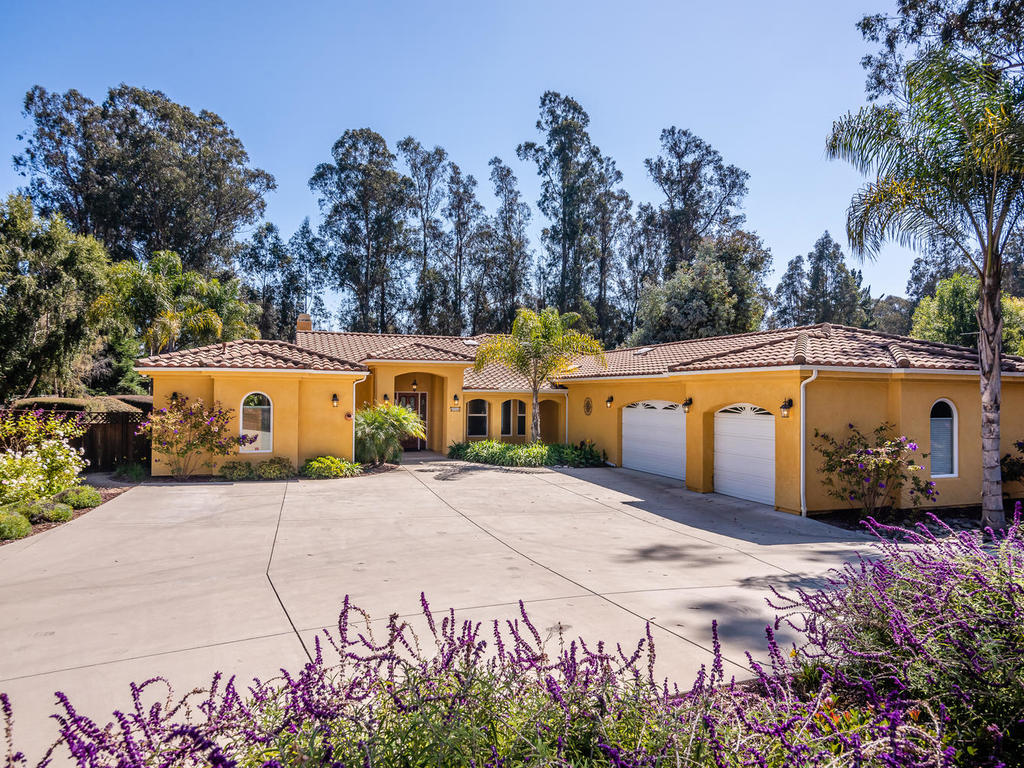 2055 Idyllwild Place – COUNTRY OASIS!
