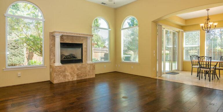 2055 Idyllwild Pl Arroyo-008-031-Living Room-MLS_Size