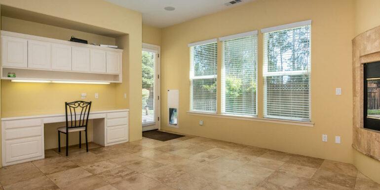 2055 Idyllwild Pl Arroyo-016-018-Family Room-MLS_Size