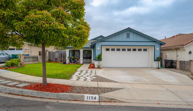 1154 Marseille Ct Grover Beach-small-018-040-Exterior Front-666x444-72dpi